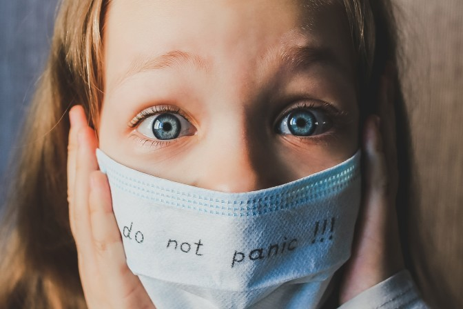 do-not-panic-coronavirus-concept-little-girl-wearing-mask-for-protect-for-stop-coronavirus-outbreak_t20_jLwm7r